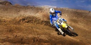 Загонять в угол гонщика #30 велосипеда грязи ящика с песком Fernley стоковое фото rf