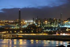 загоранный рафинадный завод ночи Стоковые Фотографии RF