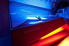 Загорая кровать на студии solarium Стоковое Изображение