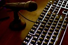 Загоренная клавиатура компьютера с mic Стоковое Изображение