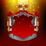 Загоренная королевская крона хламиды и золота с красным шильдиком Стоковые Изображения