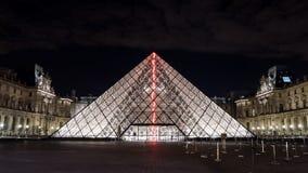 Загоренная стеклянная пирамида на жалюзи, Париж Стоковое Изображение