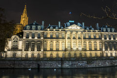 Загоренное Palais Rohand и собор в страсбурге, Франции стоковые изображения