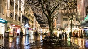 Загоренные улицы на рождестве стоковое фото rf