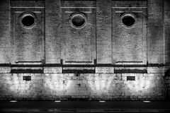 Загоренный каменный фасад Iluminada Fachada de piedra Стоковое Изображение