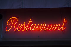 Загоренный красным цветом знак ресторана Стоковые Изображения
