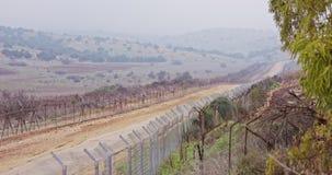 Загородка границы между Израилем и Ливаном колючая проволока и электронная загородка сток-видео