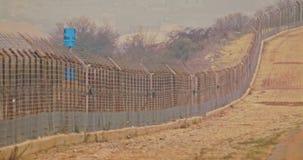 Загородка границы между Израилем и Ливаном колючая проволока и электронная загородка акции видеоматериалы