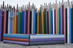 Загородка пестротканых деревянных карандашей Стоковые Изображения