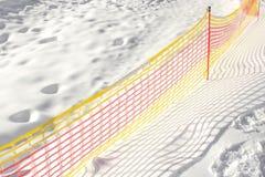 Загородка сетки на наклоне лыжи Стоковые Фото