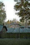 Загородка с электрическими проводами в концентрационном лагере Освенцим Osventsim - сеть немецких нацистских концентрационных лаг стоковые фотографии rf