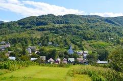 Загородные дома в горах в прикарпатском Стоковые Фотографии RF