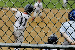 Загородка бейсбола увиденная бэттером до конца стоковые фотографии rf