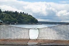 Загородка веревочки на конце парома Стоковое Изображение