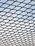 Загородка звена цепи и голубое небо Стоковая Фотография