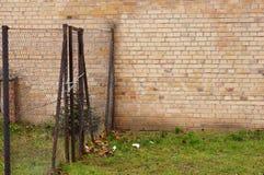 Загородка и стена Стоковая Фотография