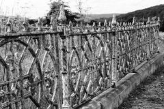 Загородка ковки чугуна кладбища Стоковые Фото
