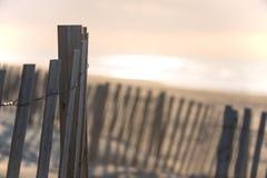 Загородка пляжа на зоре Стоковые Изображения RF
