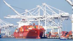Загрузка ДЖЕКСОНА КРЫШКИ грузового корабля на порте Окленд Стоковая Фотография RF