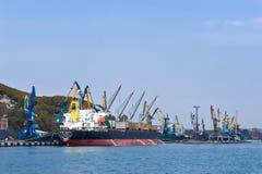Загрузка угля в порте Находки Залив Nakhodka Восточное море (Японии) 20 10 2012 Стоковое фото RF