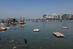 Загрязнение берега океана, Colaba, Мумбай стоковое фото rf