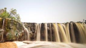 Загрязнение воды в водопаде Bekasi Индонезии Parigi сток-видео