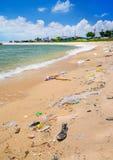 Загрязнение на пляже тропического моря Стоковое Изображение RF