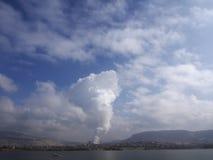 Загрязнение природы - курите от труб Стоковые Фотографии RF
