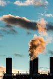загрязнение фабрики предпосылки воздуха голубое Стоковая Фотография RF