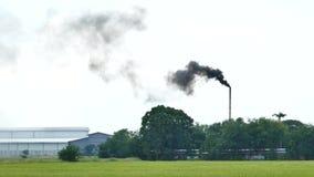 загрязнение фабрики предпосылки воздуха голубое сток-видео