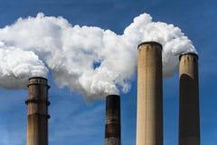 загрязнение фабрики предпосылки воздуха голубое Стоковые Изображения RF
