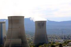 Загрязнение дыма от дымовых труб электростанции Стоковые Изображения