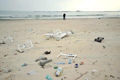 Загрязнянное, пакостное Чёрное море в курорте Constanta, Румынии стоковые фотографии rf