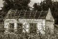 Загубленная стена здания Покинутый к ненужным домам разрушьте Самоуничтожение покинутых зданий Схематически, cri стоковое фото