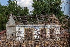 Загубленная стена здания Покинутый к ненужным домам разрушьте Самоуничтожение покинутых зданий Схематически, cri стоковые изображения rf