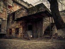 Загубленные и сброс стены, кирпичи здания стоковая фотография