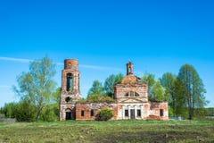 Загубленная церковь в русской деревне Стоковые Фото