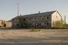Загубленный серый 2-storeyed дом Стоковое Фото