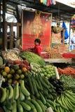 Заглохните поставщик плодоовощ & овоща на рынке, Бангалоре, Индии Стоковые Фотографии RF