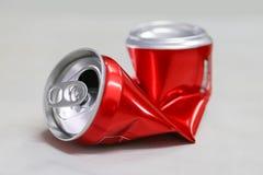 Задавленная красным цветом чонсервная банка соды стоковые фото