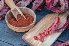 Задавленные красные перцы высушенные, отрезанные и Стоковое Фото