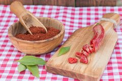 Задавленные красные перцы высушенные, отрезанные и Стоковое Изображение