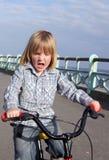 задействовать ребенка мальчика велосипеда стоковые изображения rf