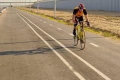 Задействовать, участвуя в гонке велосипед стоковая фотография