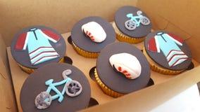 Задействуя велосипед нажима велосипедиста пирожных стоковое изображение
