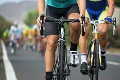 Задействуя конкуренция, спортсмены велосипедиста ехать гонка Стоковая Фотография RF