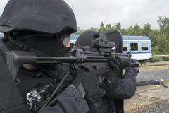 Задержание полиции террористов стоковое фото