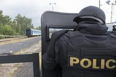 Задержание полиции террористов стоковые изображения