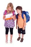 задние малыши представляя тему школы к Стоковые Изображения