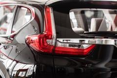 Задние света черного автомобиля сизоватый автомобиля конца фары света желтый цвет представления вне Задняя часть автомобиля стоковое фото